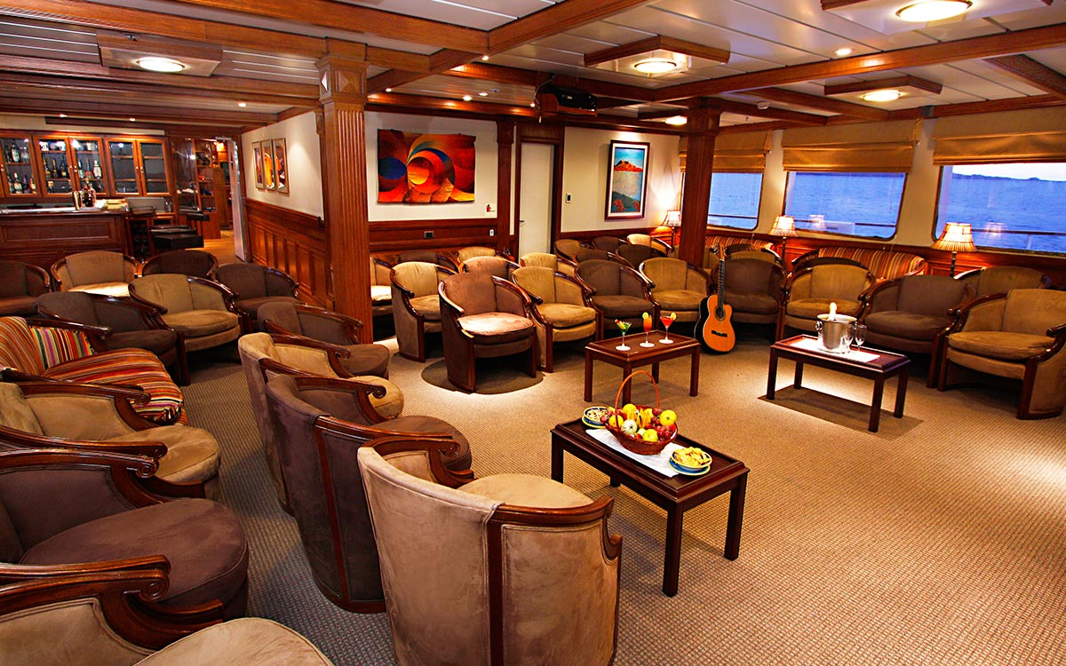 Does a cruise ship offer a more intimate experience